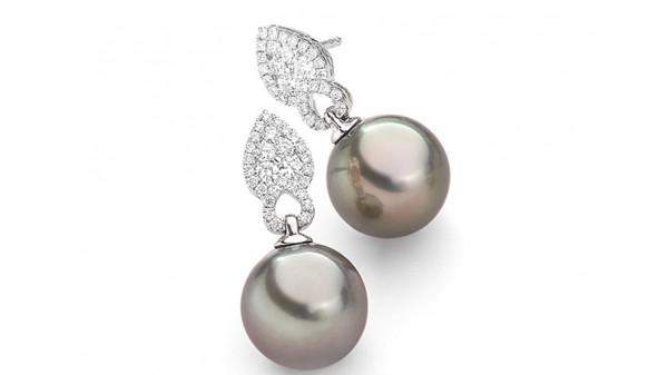 Bijzondere Tahiti parel oorstekers met diamanten