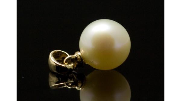 Gouden hanger met witte Akoyaparel 7-7,5 mm