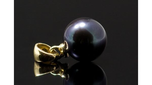 Gouden hanger met zwarte Akoya parel