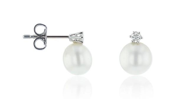 Zoetwaterparel oorbellen met diamant
