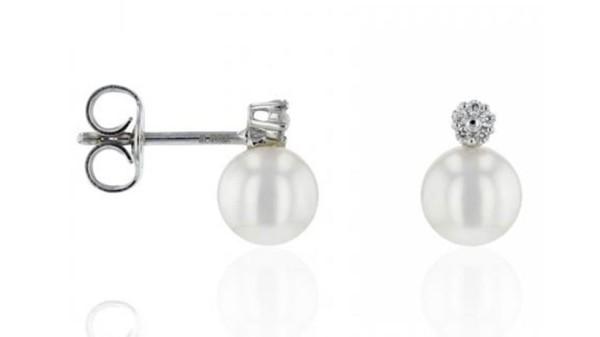 18 karaat gouden oorbellen met zoetwaterparel en diamant
