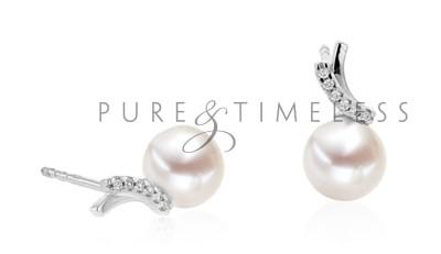 Sierlijke parel oorbellen met diamant