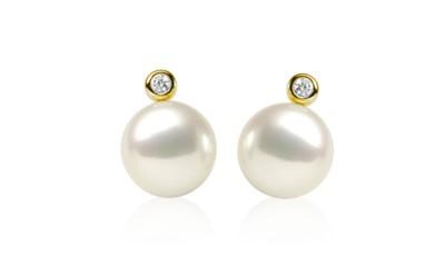 Gouden parel oorstekers met diamant