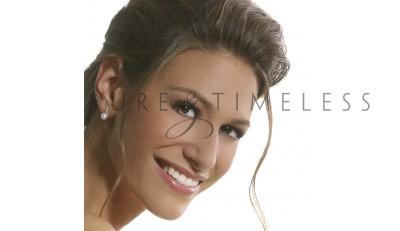 Parel oorstekers met 18 diamantjes in witgoud