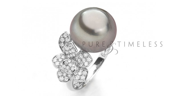 Bijzonder vormgegeven Tahiti parel ring met diamant in 18k witgoud