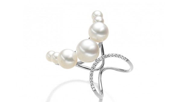 Parel ring witgoud met 19 diamantjes