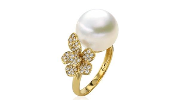 Bijzonder vormgegeven Zuidzee parel ring met diamant in 18k goud