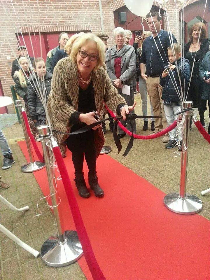Opening Pure & Timeless door Viola Holt