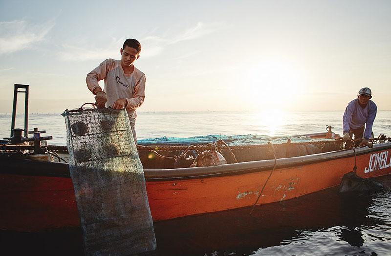 parelkwekers op een boot